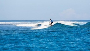 Surfing in Fiji – thanks to Plantation Island